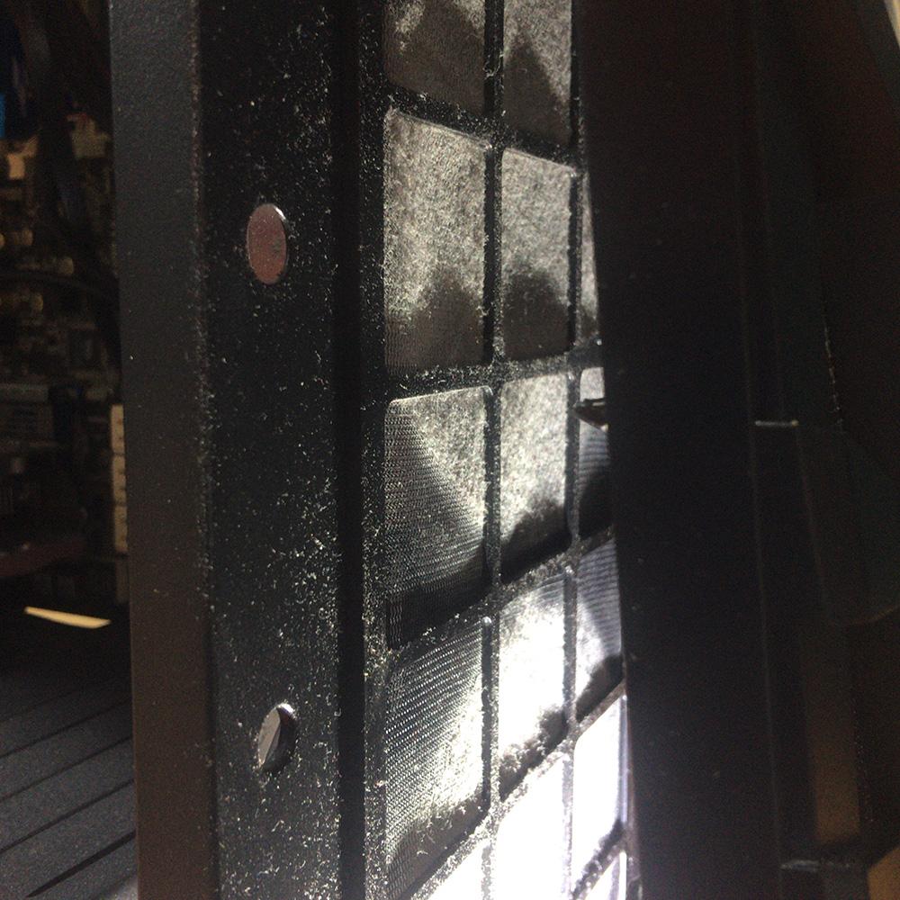 パソコン本体から取り外すため筐体分解